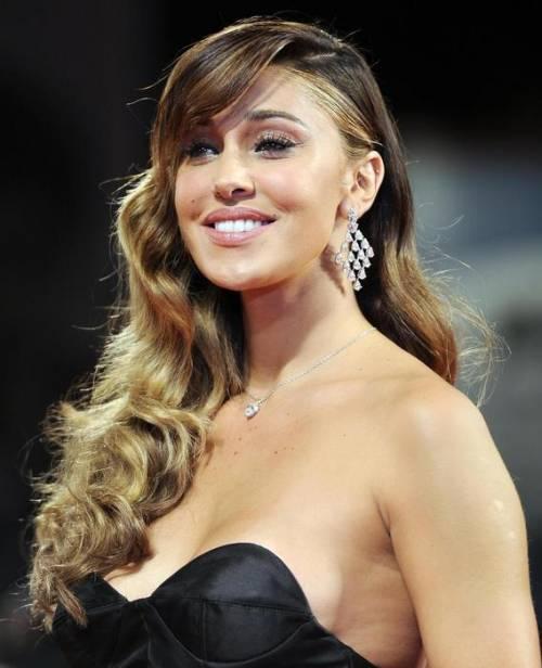 Belen Rodriguez: vacanza da single e il costume è hot 18
