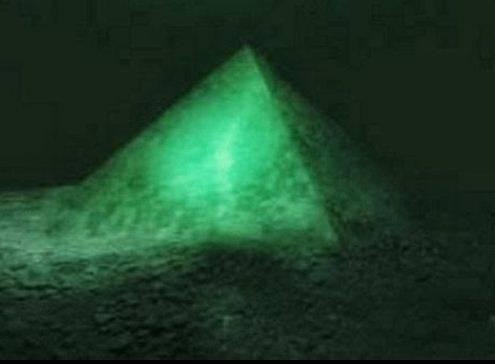 La piramide ritrovata sul fondale delle Azzorre 3