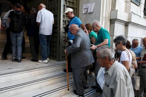 La Grecia rimborsa i creditori, ma Tsipras perde un altro pezzo