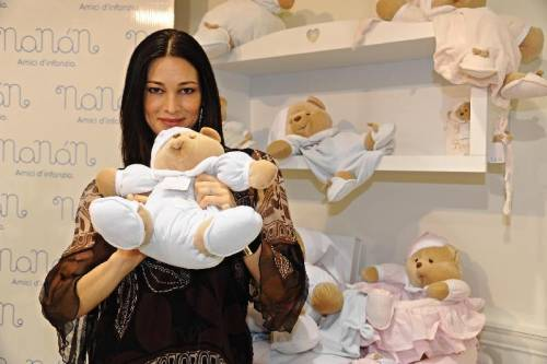 Manuela Arcuri, sempre più bella grazie a Mattia 26