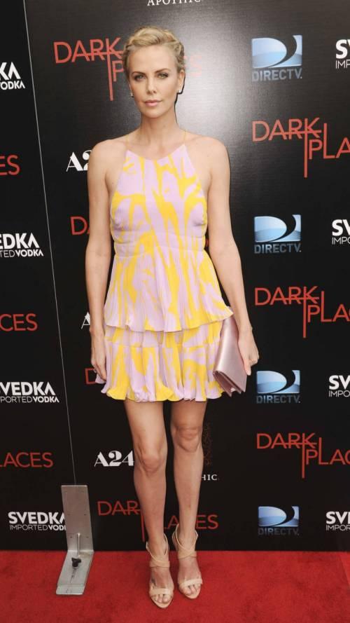 Charlize Theron e Christina Hendricks 7