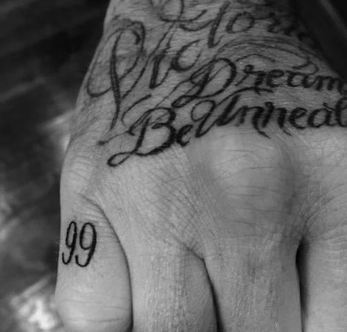 David Beckham dedica il nuovo tatuaggio alla moglie
