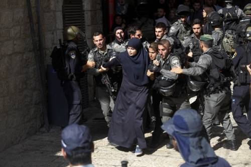 Scontri a Gerusalemme sulla spianata delle moschee 6