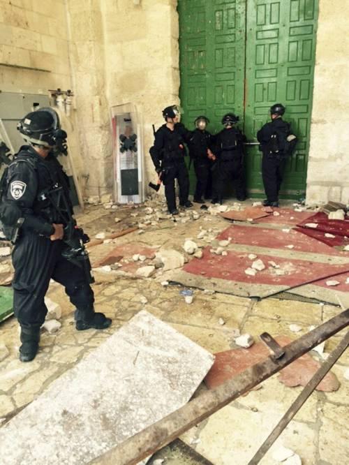 Scontri a Gerusalemme sulla spianata delle moschee 8