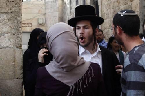 Scontri a Gerusalemme sulla spianata delle moschee 10