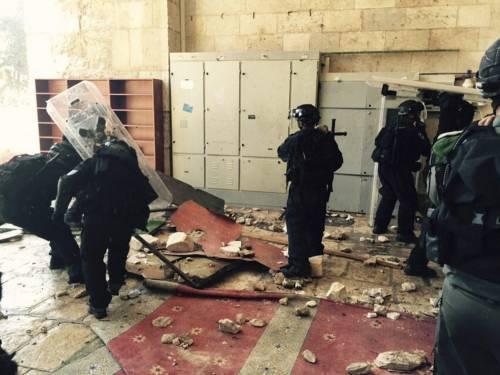 Scontri a Gerusalemme sulla spianata delle moschee 2