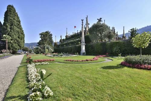 La borromeo e casiraghi coronano il sogno tutte le foto for Decorazione giardini stile 700