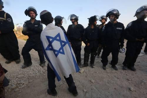 Tafferugli tra la polizia e i coloni a Beit El 3