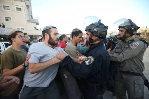 Tafferugli tra la polizia e i coloni a Beit El 5