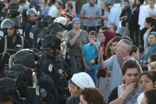 Tafferugli tra la polizia e i coloni a Beit El 6