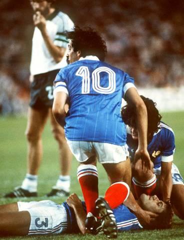 Michel Platini con la maglia della nazionale francese