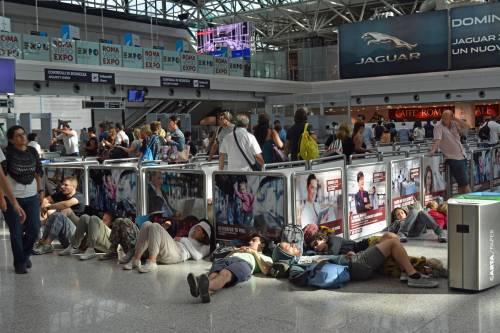Ancora ritardi dei voli in partenza da Fiumicino e lunghe file dei passeggeri ai check in