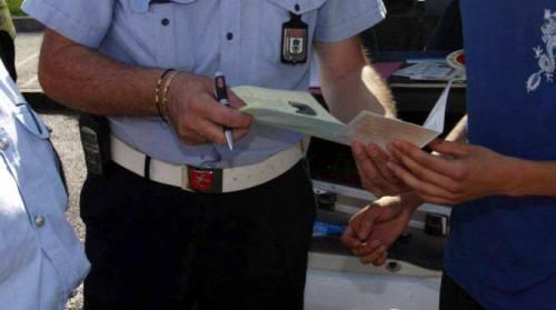 La stretta sul divieto di sosta: le multe a strascico sono valide