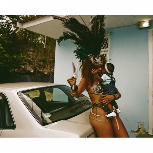 Rihanna: sexy al carnevale delle Barbados 8