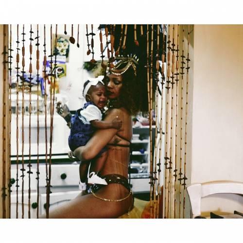 Rihanna: sexy al carnevale delle Barbados 10