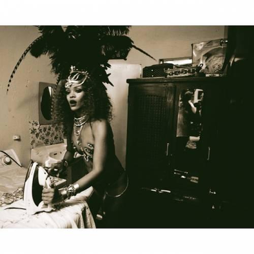 Rihanna: sexy al carnevale delle Barbados 4
