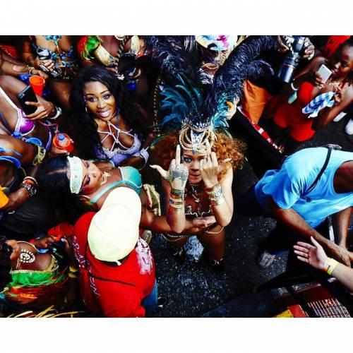 Rihanna: sexy al carnevale delle Barbados 11