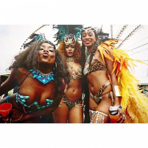 Rihanna: sexy al carnevale delle Barbados 12