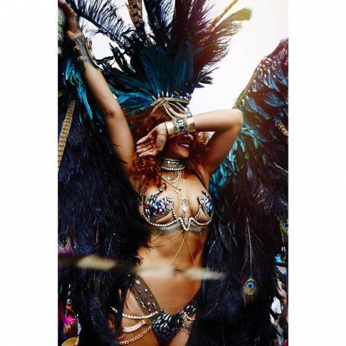 Rihanna: sexy al carnevale delle Barbados 14
