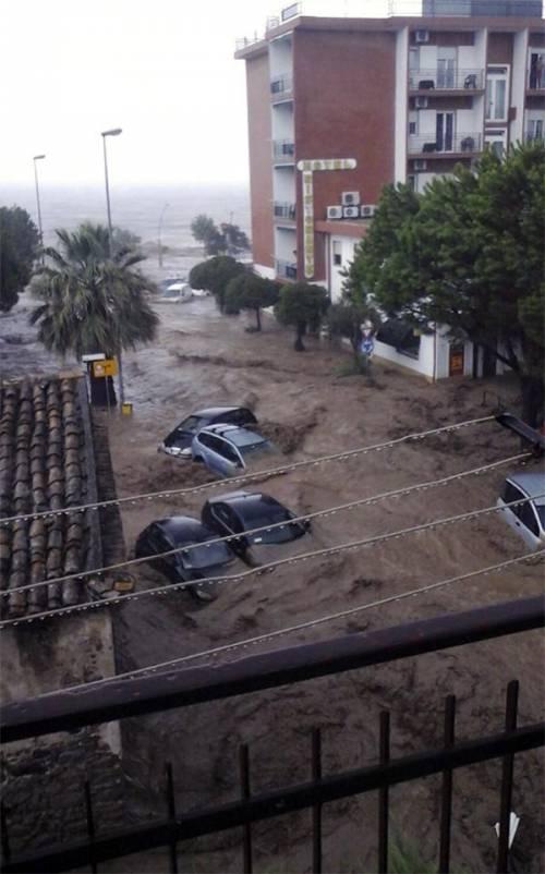 Violento nubifragio in Calabria: auto trascinate dal fango