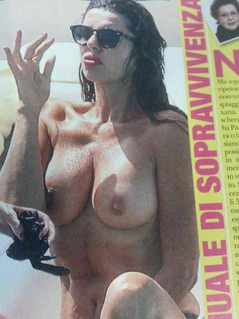 Alba Parietti, topless a Formentera 5