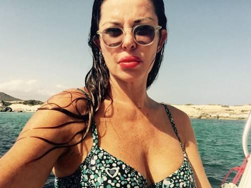 Alba Parietti, topless a Formentera 15