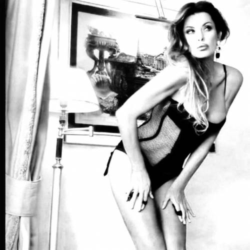 Alba Parietti, topless a Formentera 17