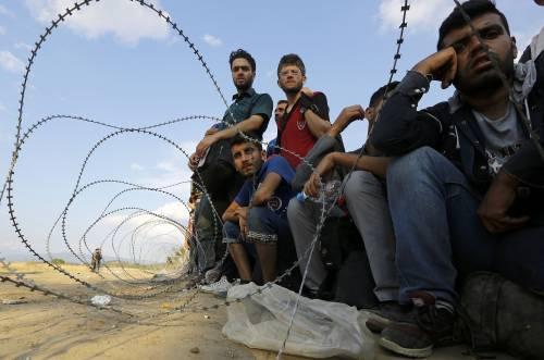 La Slovenia fa scorte di filo spinato per bloccare l'arrivo dei migranti
