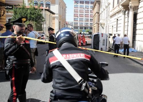 Roma, furgone travolge i passanti: morta una donna 7