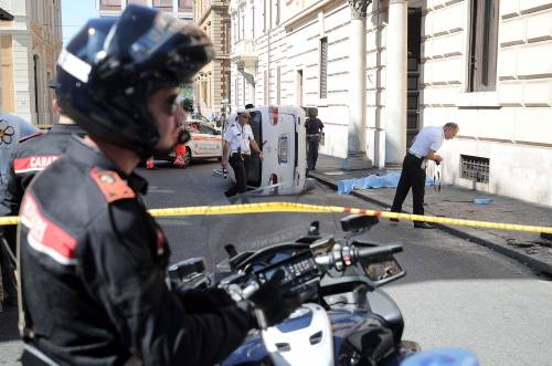 Roma, furgone travolge i passanti: morta una donna 6