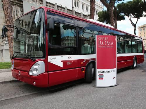 Incidente stradale a Roma, coinvolti du autobus