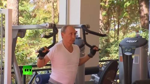 Putin mostra i muscoli: in palestra con il premier Medvedev