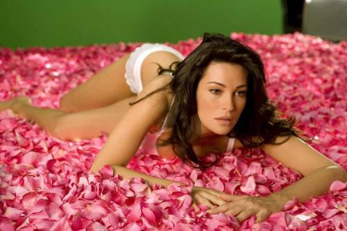 Manuela Arcuri magrissima: ecco cosa è successo alla bomba sexy 7