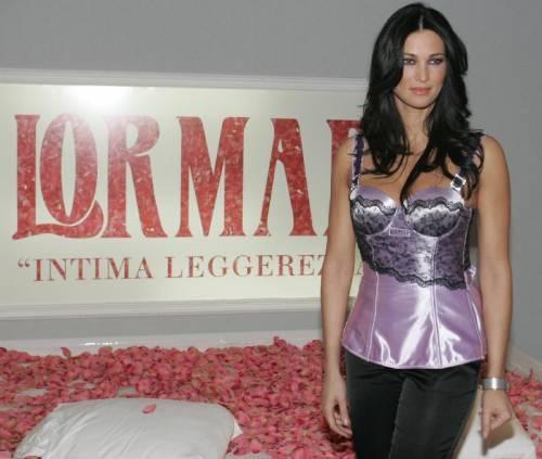 Manuela Arcuri magrissima: ecco cosa è successo alla bomba sexy 13