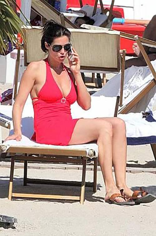 Manuela Arcuri magrissima: ecco cosa è successo alla bomba sexy 4