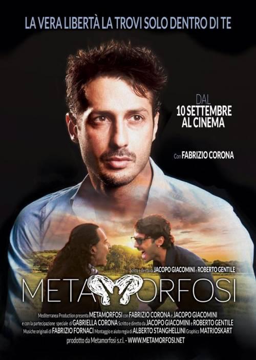 Corona in centro a Milano per la presentazione del film sulla sua vita