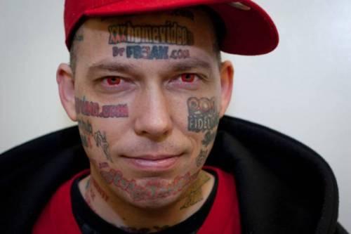 Tatuarsi la faccia. Le foto più strane 4