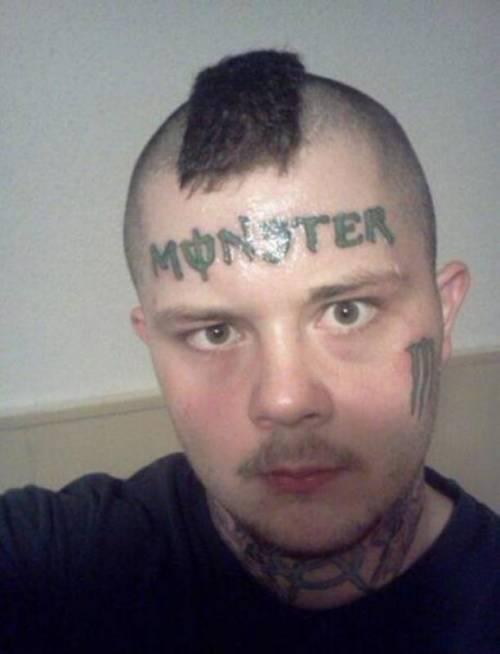 Tatuarsi la faccia. Le foto più strane 8