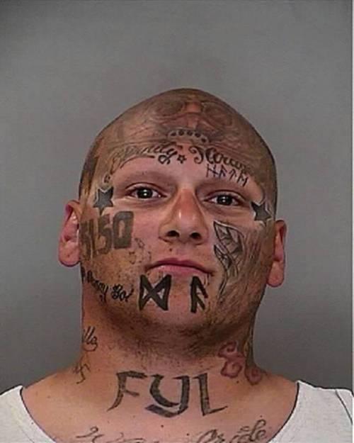 Tatuarsi la faccia. Le foto più strane 11