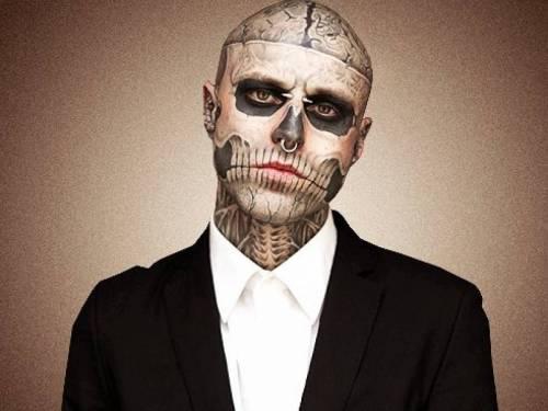 Tatuarsi la faccia. Le foto più strane 10