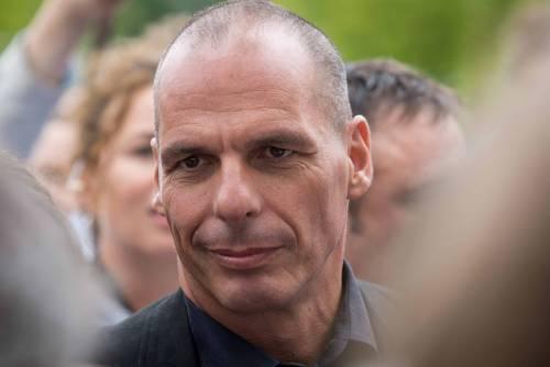 """Varoufakis insulta Salvini: """"Fascista che fa guerra alla civiltà"""""""