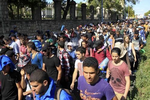 La marcia a piedi dei profughi 5