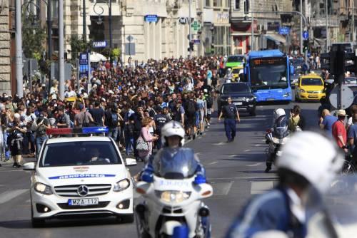 La marcia a piedi dei profughi 7