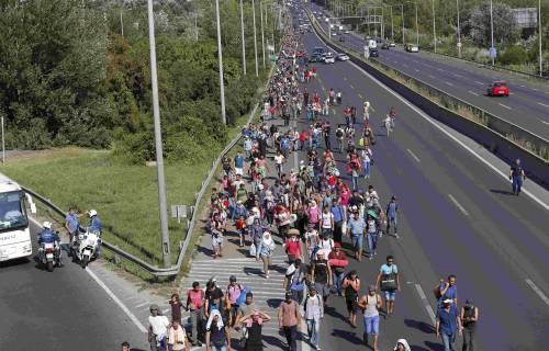 La marcia a piedi dei profughi 13