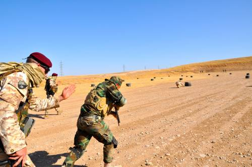 Così i parà addestrano i curdi a Erbil 9