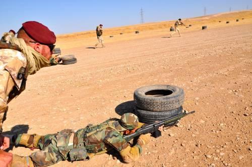 Così i parà addestrano i curdi a Erbil 10