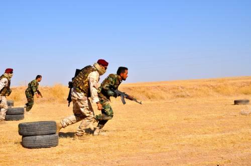 Così i parà addestrano i curdi a Erbil 11