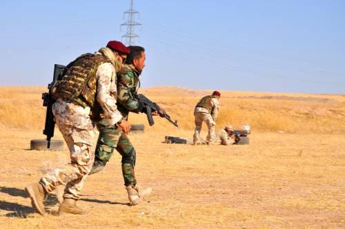 Così i parà addestrano i curdi a Erbil 12