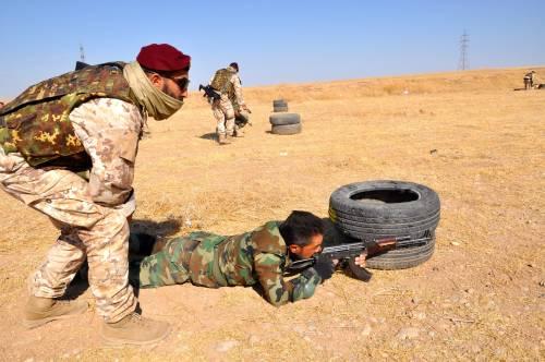 Così i parà addestrano i curdi a Erbil 13