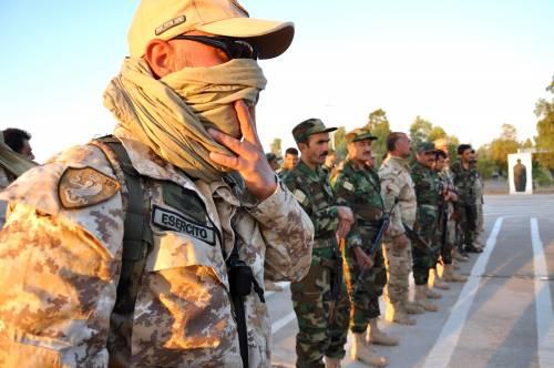 Così i parà addestrano i curdi a Erbil 15